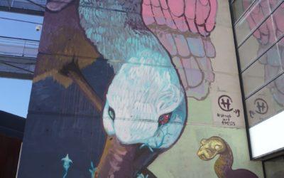 """Mathilde Bergamelli, doctorante en thèse du CPTP, et l'artiste brésilien Heitor Corrêa, lauréats de la première édition du concours """"Ma thèse sur un Mur"""""""